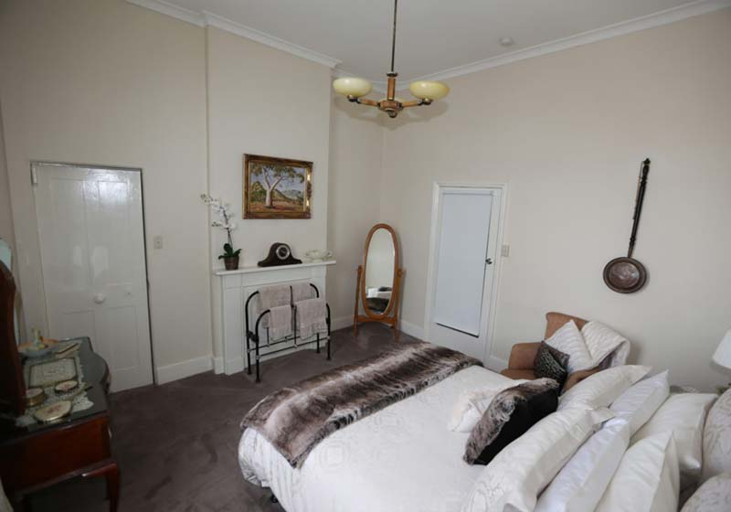 Clare-Valley-Accommodation-Bedroom-2