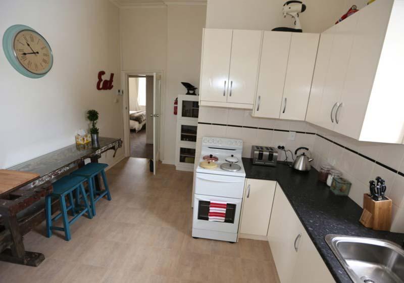 Kapunda-Accommodation-Kitchen
