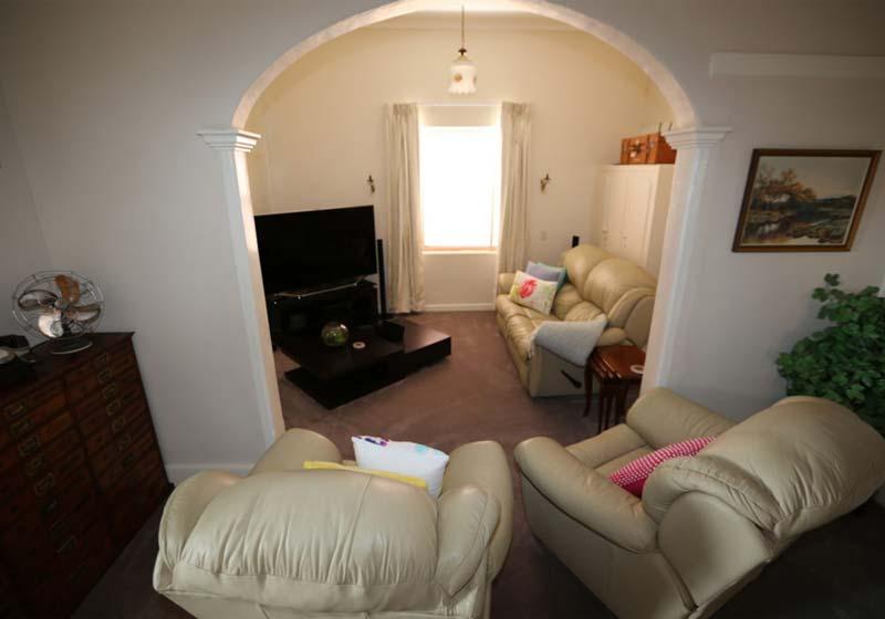 Kapunda-Accommodation-Living-Room